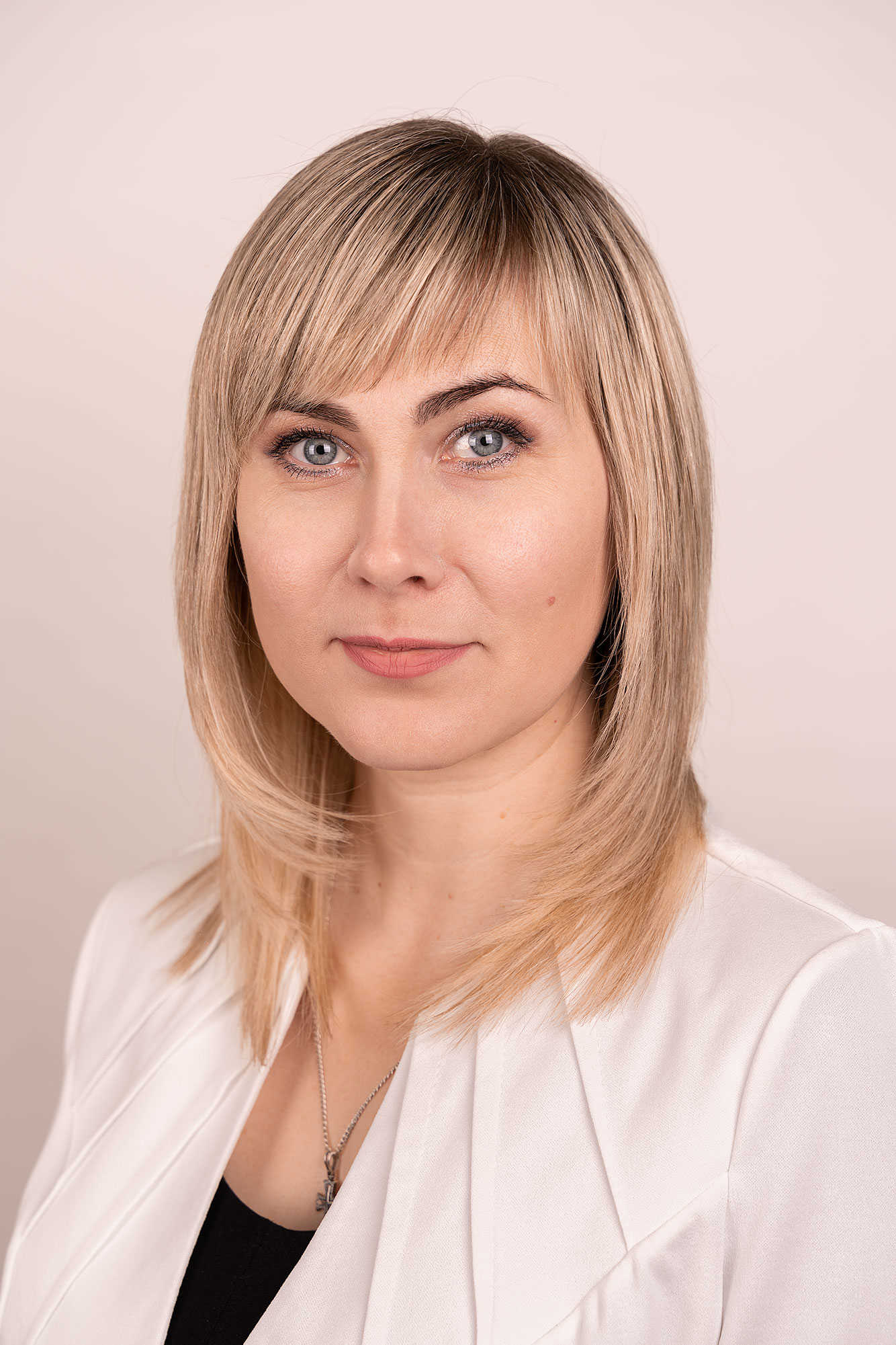 MaноловаАннаВалериевна-начальникотделакадров_optimized